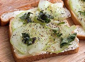 Hvordan man laver en åben står agurk Sandwich