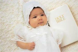 Sådan holder en dåb kjole fra at dreje gul