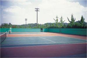 Sådan installeres forruder på en tennisbane