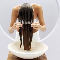 Hvordan til at modvirke en balsam, der vejer ned mit hår