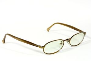 Hvordan du ændrer linsen på briller