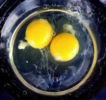 Hjem afhjælpe for tørt hår med æg, olivenolie & eddike