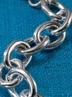 Hvordan til at rense beskidte sølv smykker