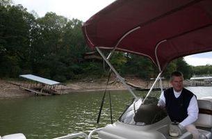 Sådan vedhæfte en elektrisk Motor til en ponton båden bue