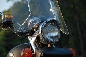 Hvordan at rengøre en Plexiglas forruden på en motorcykel