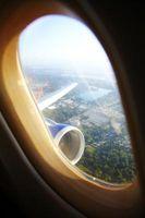Hvordan til at skære omkostninger på flybilletter