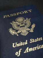 Hvordan du forny et udløbet amerikanske pas i Person