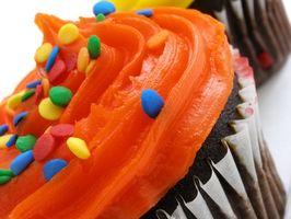 Hvordan man laver en fødselsdagskage ud af Cupcakes